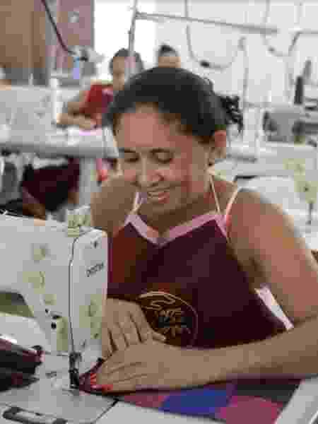 Cinco oficinas de costura para as mulheres das comunidades de Catimbau, Mauriti e Torrões são mantidas pela ONG - Divulgação/Amigos do Bem - Divulgação/Amigos do Bem