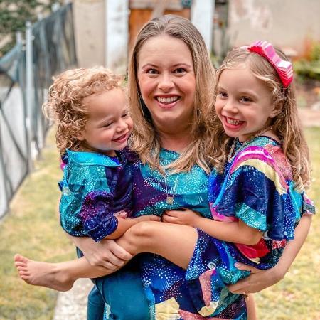 Mariana Bridi e os filhos Valentim e Aurora; influenciadora relembrou depressão pós-parto - Reprodução / Instagram