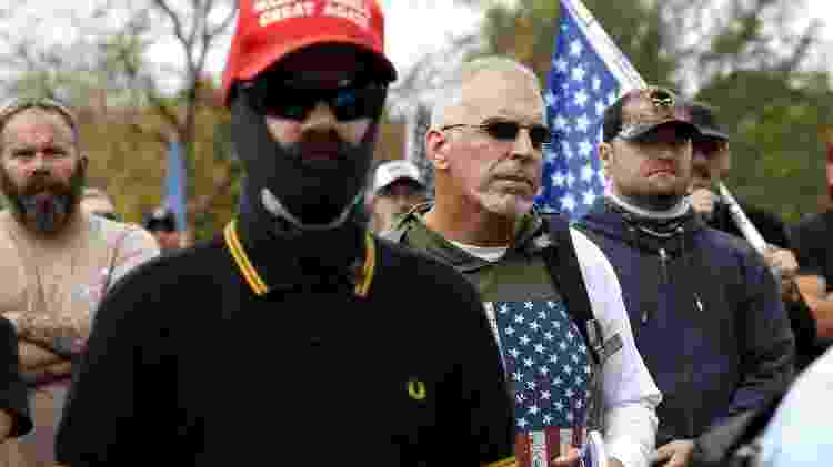 "Membro do ""Proud Boys"" com camisa Fred Perry - Getty Images - Getty Images"