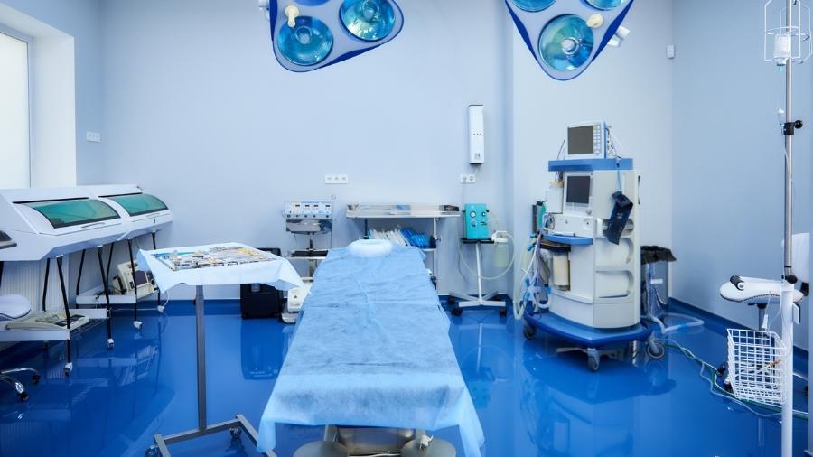 Setor estima que, considerados os setores público e privado, a queda média nos procedimentos cirúrgicos no ano passado tenha sido de 59,8% - iStock