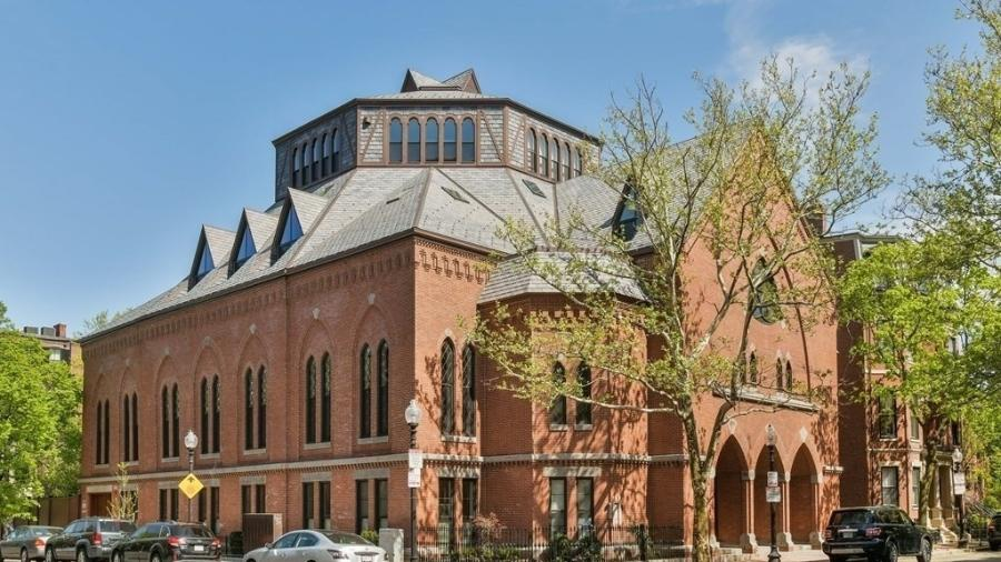 Estacionamento de R$ 2 milhões em prédio de igreja em Boston (EUA) - Divulgação