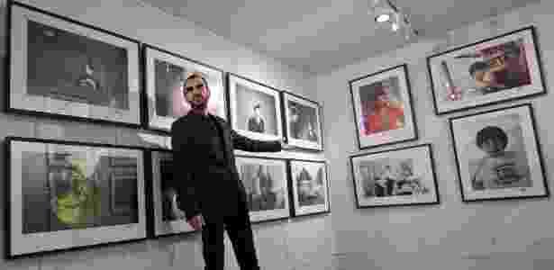 O músico e ex-Beatle Ringo Starr posa na abertura de uma mostra de fotografias que Starr fez ao longo de sua vida, na National Portrait Gallery de Londres - Justin Tallis/AFP Photo