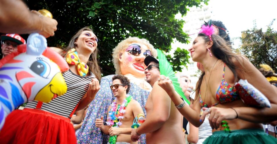 30.jan.2016 - A folia toma a conta de Perdizes, em São Paulo, com o bloco Passaram a Mão na Pompéia, que já está em sua 10ª edição.