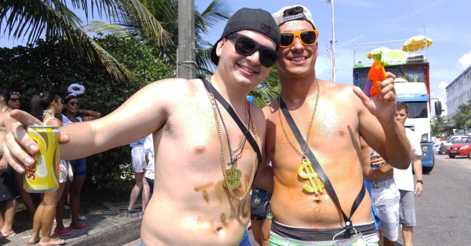 6.fev.2016 - Amigos curtem o bloco Carrossel de Emoções, na Barra da Tijuca, durante o Carnaval do Rio de Janeiro