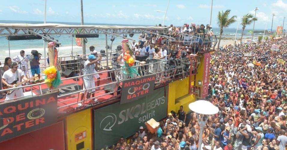 10.fev.2016 - Sem Ivete Sangalo na festa, Márcio Victor agitou o Arrastão, que encerra oficialmente o Carnaval de Salvador nesta quarta-feira de cinzas