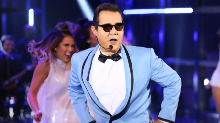 """Nelson Freitas interpreta Psy no Show dos Famosos do """"Domingão do Faustão"""" - Rodrigo Peixoto/Divulgação/TV Globo"""