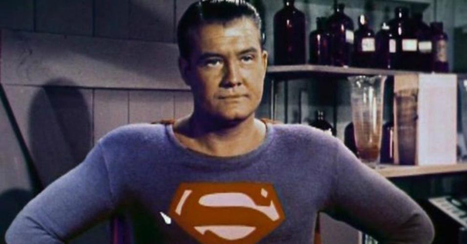 """George Reeves em cena na série """"As Aventuras do Super-Homem"""""""