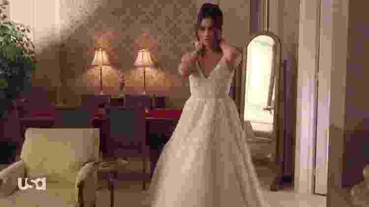 """Meghan Markle vestida de noiva na série """"Suits"""" - Reprodução/USA"""