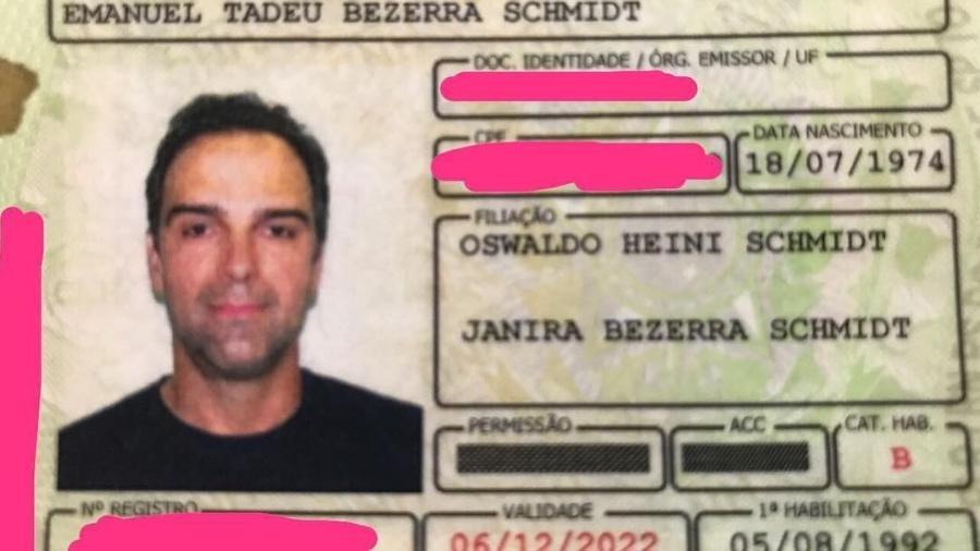 Tadeu Schmidt mostra sua carteira de motorista - Reprodução/Instagram