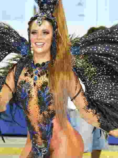 Denise usa fantasia com 20 mil pedras bordadas à mão - Rodrigo Mesquita/Divulgação - Rodrigo Mesquita/Divulgação