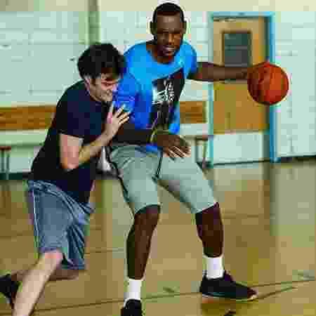 """LeBron James e Bill Hader em cena de """"Descompensada"""" (2015) - Reprodução - Reprodução"""