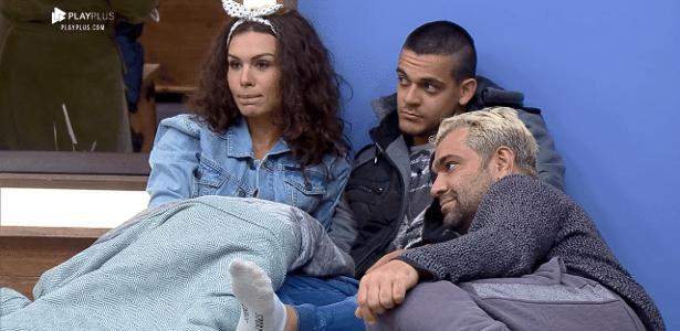 """Evandro conversa com Fernanda e Caique no quarto de """"A Fazenda 10"""""""