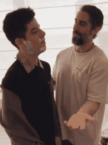 Marcos Mion faz a barba de Romeo, seu filho mais velho - Reprodução/Instagram