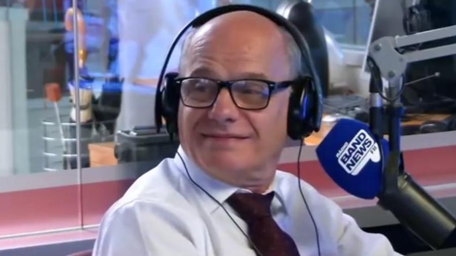 O apresentador Ricardo Boechat na rádio BandNews FM - Reprodução/YouTube/BandNewsFM