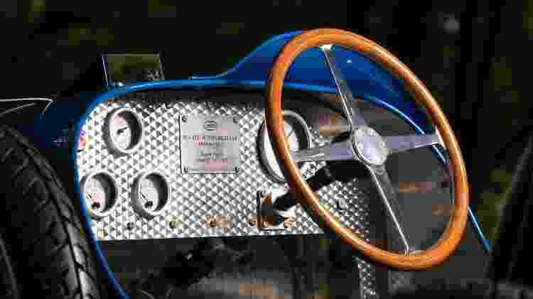 Miniatura é parceria da Bugatti com a empresa Little Car Company; cada unidade tem placa numerada - Divulgação