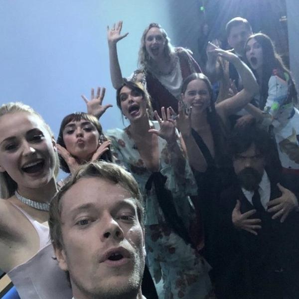 Elenco de 'Game of Thrones' faz selfie nos bastidores do Emmy