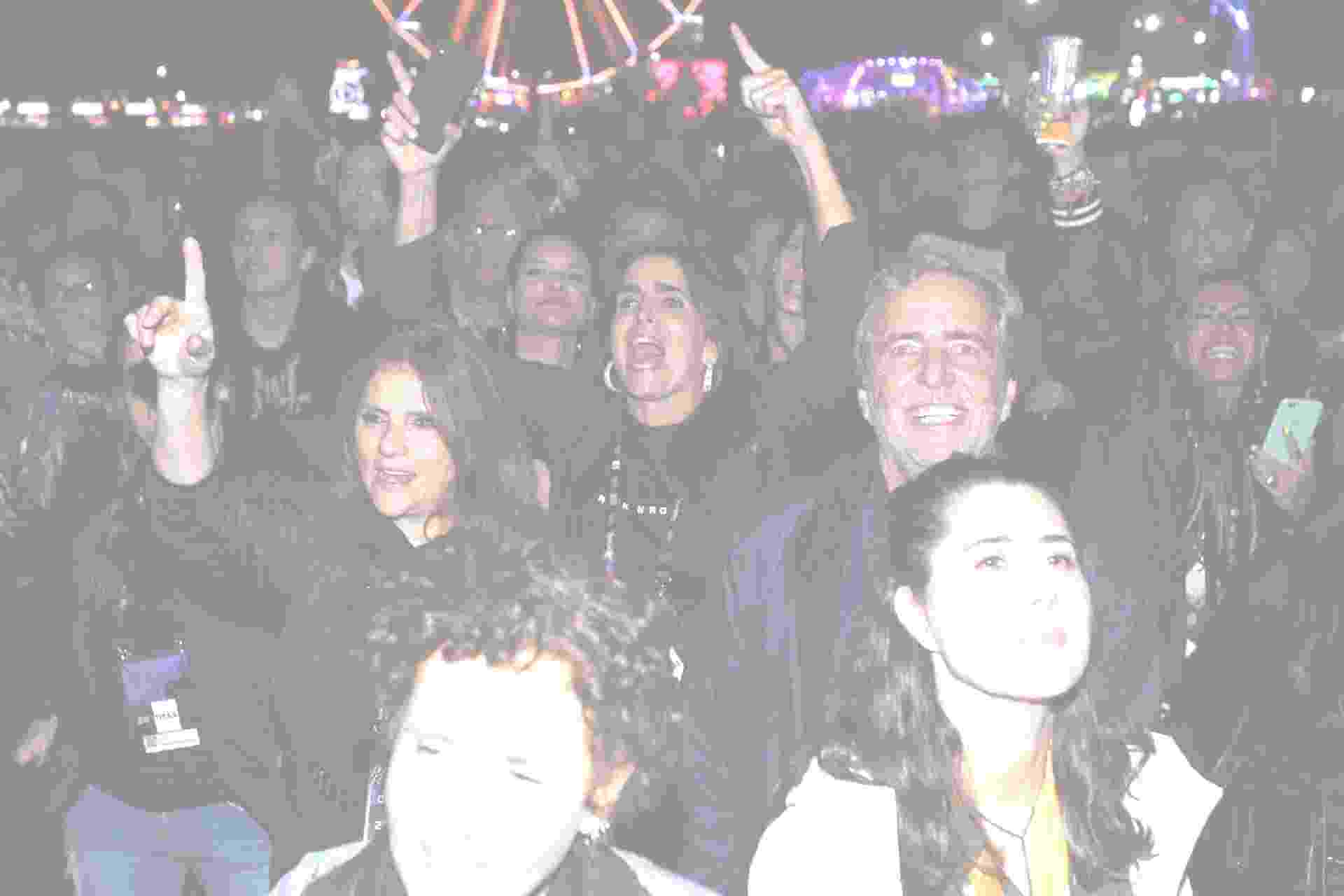 Casada há quase 30 anos com o músico Tony Bellotto, Malu Mader se empolga no show dos Titãs no Rock in Rio. A atriz foi vista se divertindo o som da banda no meio da galera - Marcello Sá Barretto/Brazil News