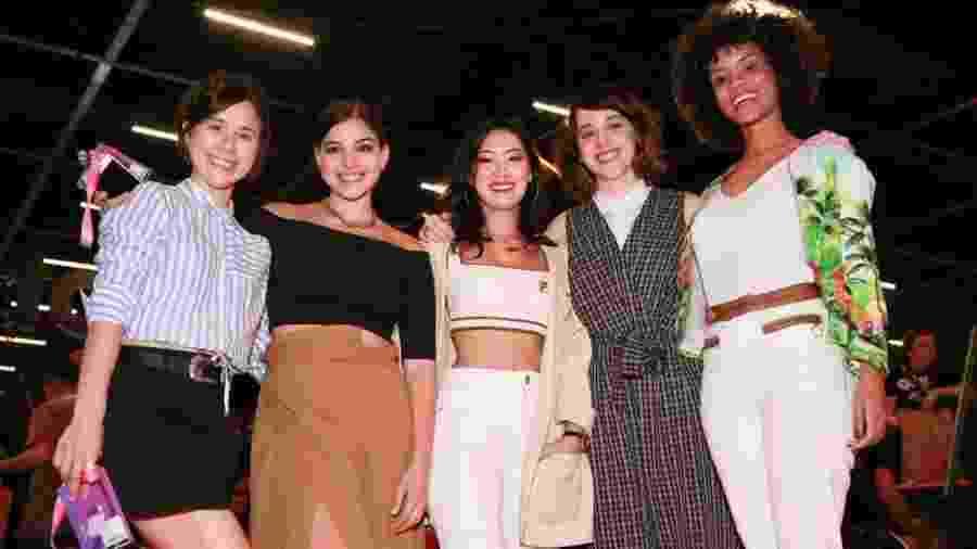 Heslaine Vieira (Ellen), Daphne Bozaski (Benê), Gabriela Medvedovski (Keyla), Manoela Aliperti (Lica) e Ana Hikari (Tina) de As Five participaram do painel na CCXP 2019 - Iwi Onodera/UOL