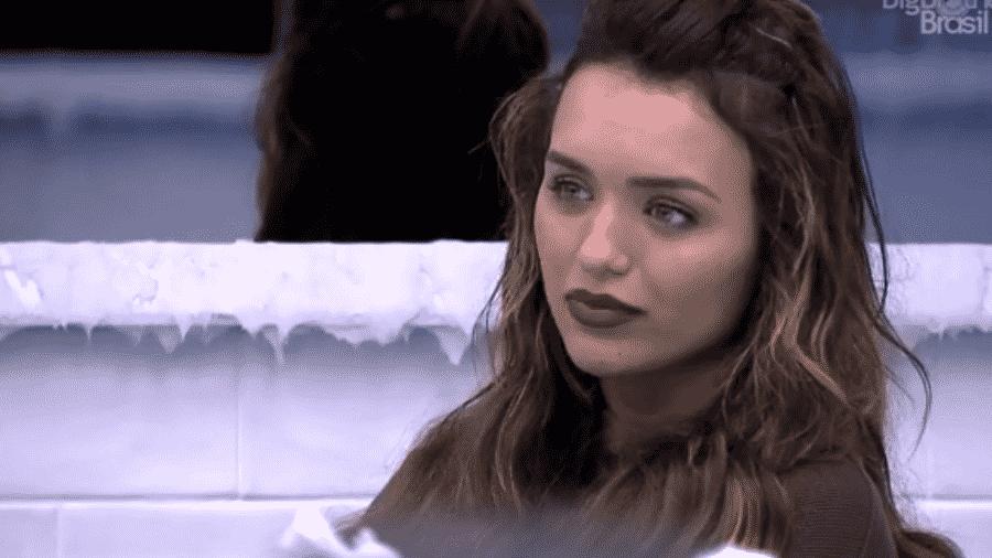 Rafa conversa com Manu e Thelma - Reprodução/Globoplay