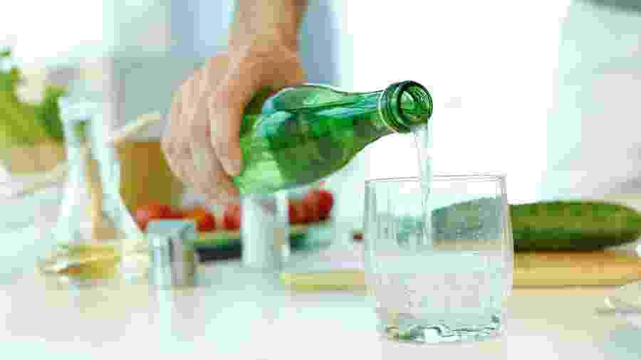 Dentro da garrafa, não é só H2O; veja o que olhar no rótulo - Getty Images