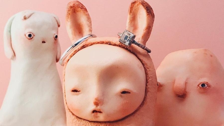 Lucas Careli dá vida a criaturas estranhas, mas simpáticas, que se transformam em objetos para o uso cotidiano dentro de casa - Reprodução Instagram
