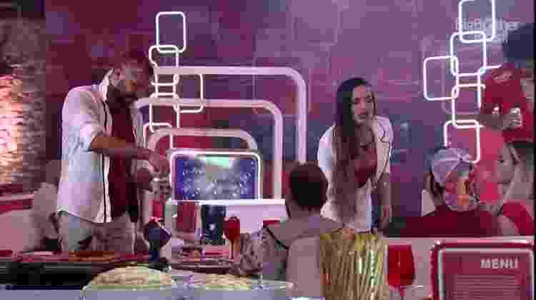 BBB 21: Juliette fica brava após jogarem espuma na comida dela - Reprodução para o UOL, em São Paulo - Reprodução para o UOL, em São Paulo