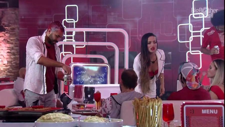BBB 21: Juliette fica brava após jogarem espuma na comida dela - Reprodução para o UOL, em São Paulo