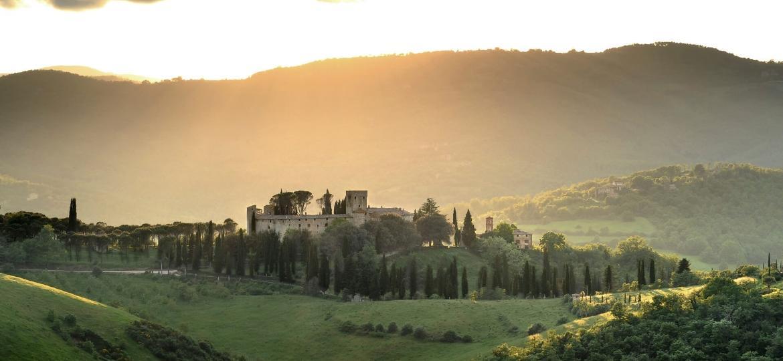 O hotel Reschio está instalado em um castelo de mais de mil anos no centro-norte da Itália - Divulgação
