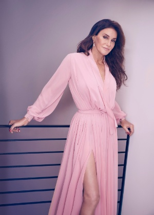 """Caitlyn Jenner em fotos de divulgação de """"I am Cait"""", série do E! que mostra seu processo de transição para o sexo feminino - Divulgação"""