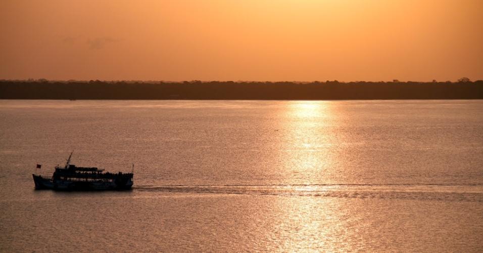 Final de tarde visto a partir da plataforma de observação do Mangal das Garças, em Belém, capital do Pará