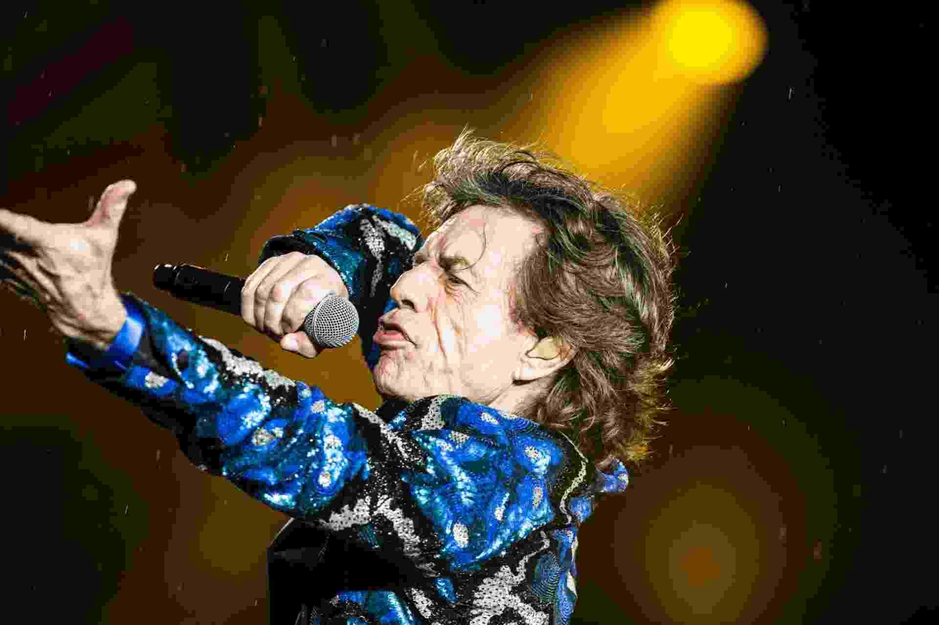 """24.fev.2016 - Os Rolling Stones subiram ao palco no estádio do Morumbi, em São Paulo, ao som de """"Start Me Up"""" - Lucas Lima/UOL"""
