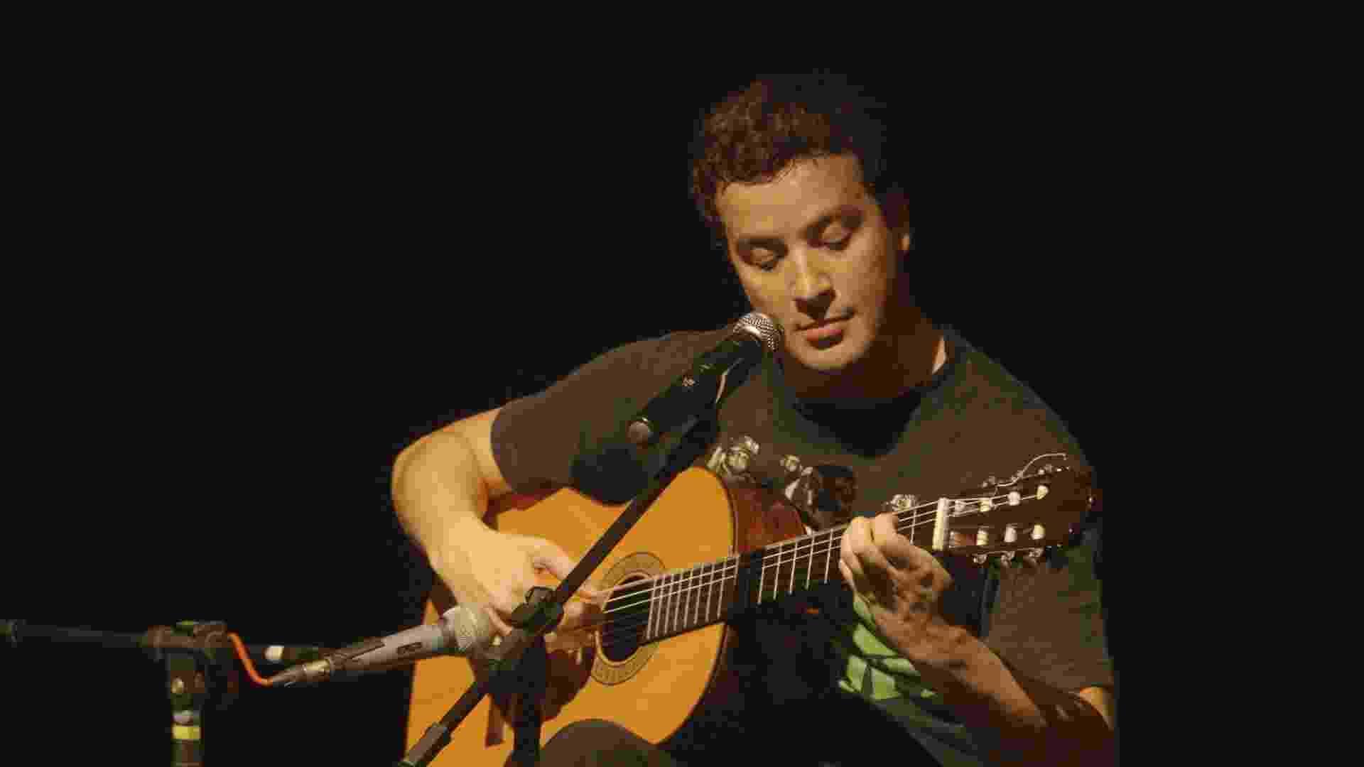 """Além de apresentar e atuar, o humorista Rafael Cortez tem paixão por música erudita e vai mostrar no programa """"Talento Mais"""", que estreia nesta quarta-feira (15), às 21h, no canal E - Divulgação"""