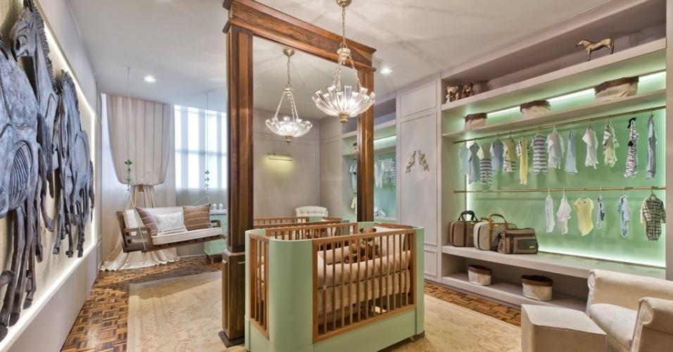 O Quarto do Bebê, com 30 m², é assinado pela arquiteta Fernanda Distéfano e foi inspirado na vida do pai da criança fictícia, que seria um criador de cavalos. Imagens equestres são vistas no painel (à esq.) entalhado pelo artista plástico Rafael Sartori