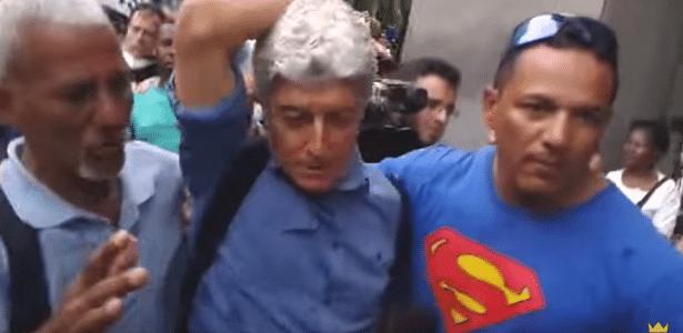 Caco Barcellos é hostilizado, agredido e expulso de manifestação no RJ - Reprodução/YouTube