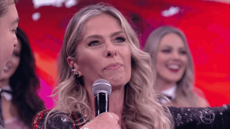 """Animada com a """"Dança dos Famosos"""", Adriane Galisteu não esconde que a competição virou uma prioridade na sua vida: """"Me pego dançando, ensaiando os passos nas ruas e mexendo as mãos. Mico total"""" - Reprodução/TV Globo"""