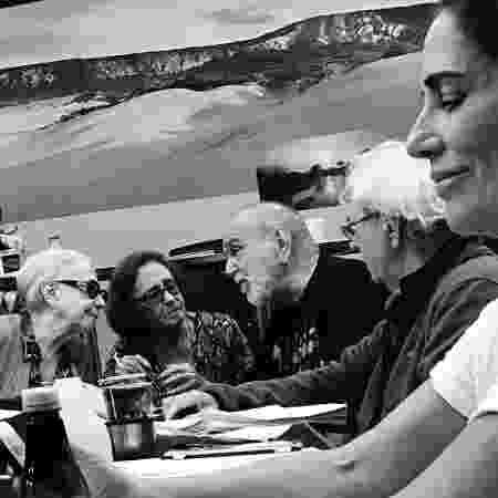 """Fernanda Montenegro, Laura Cardoso, Lima Duarte e Juca de Oliveira conversam durante leitura de textos de """"O Outro Lado do Paraíso"""", próxima novela das nove - Reprodução/Instagram/barbararaquelpaz - Reprodução/Instagram/barbararaquelpaz"""