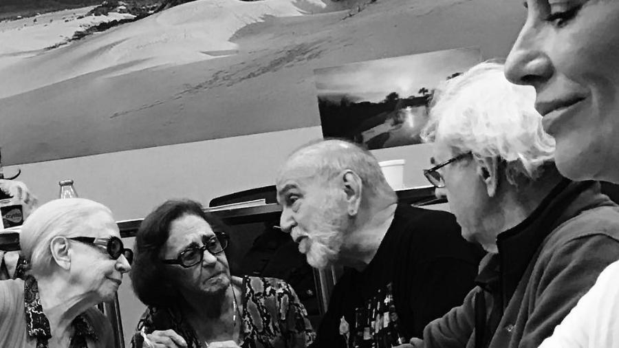 """Fernanda Montenegro, Laura Cardoso, Lima Duarte e Juca de Oliveira conversam durante leitura de textos de """"O Outro Lado do Paraíso"""", próxima novela das nove - Reprodução/Instagram/barbararaquelpaz"""