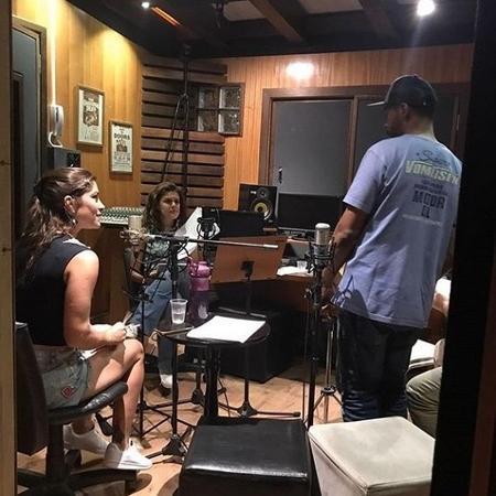 Priscila Fantin, Paloma Bernardi e André Ramiro fazem parte do ?Bollagattos?, a primeira radionovela da Blá FM   - Reprodução/Instagram/@aramiro_oficial