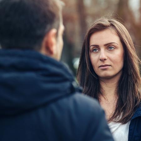 casal conversa, dr, discussão de relacionamento - Getty Images