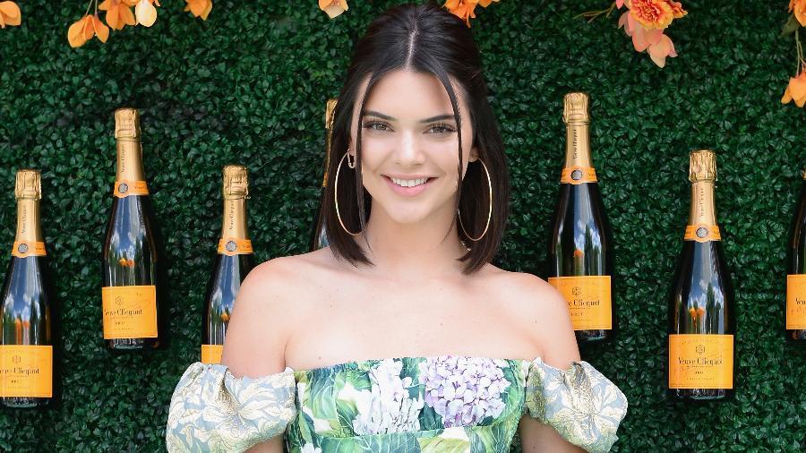 Kendall Jenner de máxi brinco, uma das tendências para 2018 - Getty Images