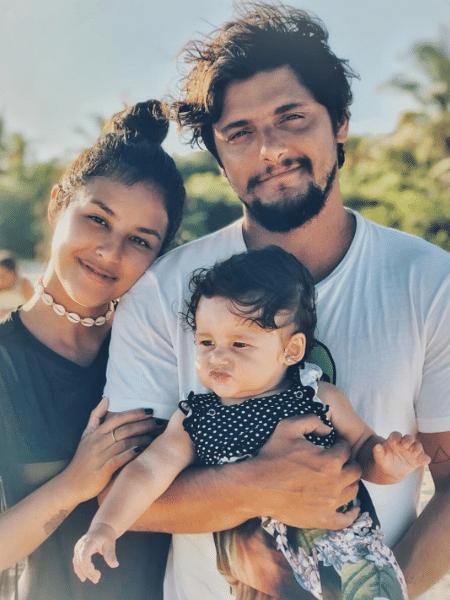 Bruno Gissoni com Yanna Lavigne e Madalena - Reprodução/Instagram/brunogissoni
