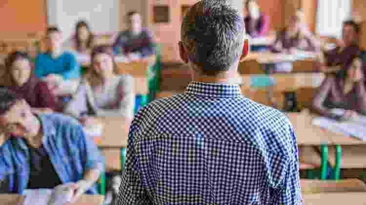 'Os salários aumentaram um pouco. Mas o Brasil não fez o suficiente para tornar a carreira de professor intelectualmente atrativo', diz o diretor de educação da OCDE - Getty Images - Getty Images