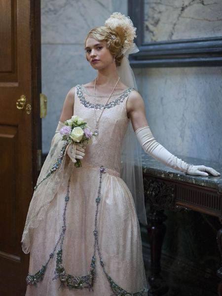 """Lily James como Lady Rose em """"Downton Abbey"""" - Divulgação"""