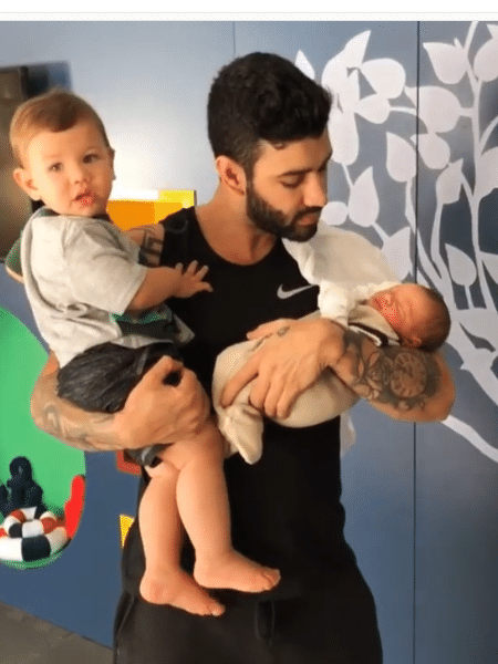 Gusttavo Lima com os filhos - Reprodução/Instagram