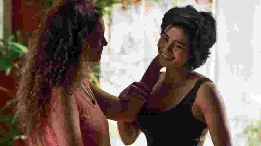 """Selma (Carol Fazu) e Maura (Nanda Costa) foram casal em """"Segundo Sol"""" - Reprodução/Globo"""