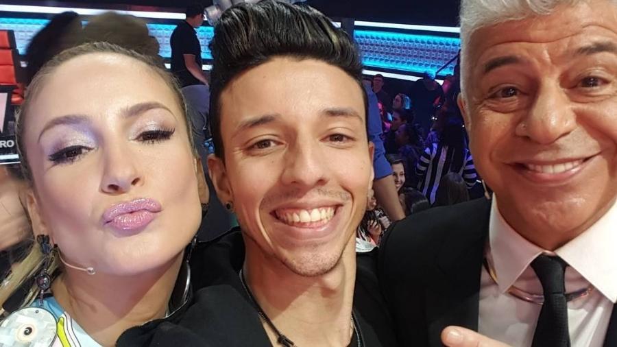 """O cantor Rafah ao lado de Claudia Leitte e Lulu Santos no """"The Voice Brasil 2016"""" - Reprodução/Instagram/rafah"""