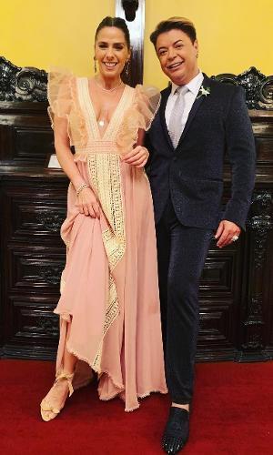 Adriane Galisteu e David Brazil, padrinhos de Nicole Bahls