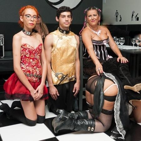 Scarlett e Akai Ishtar, switchers, posam com a dominatrix Nefertiti Ishtar - Cris Finotelli