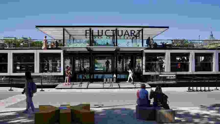 Fachada do Fluctuart, o museu flutante em Paris, na França - Divulgação