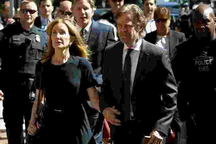 A atriz Felicity Huffman e o marido, o ator William H. Macy, chegam a tribunal - REUTERS/Katherine Taylor - REUTERS/Katherine Taylor